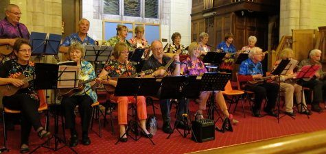 dee-ukes-at-invergowrie-church